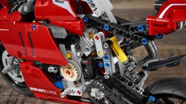 Alcuni dettagli della Ducati Panigale V4 R di Lego Technic