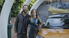 Alessandro Borghi e Aurora Ruffino con la nuova Renault Scénic