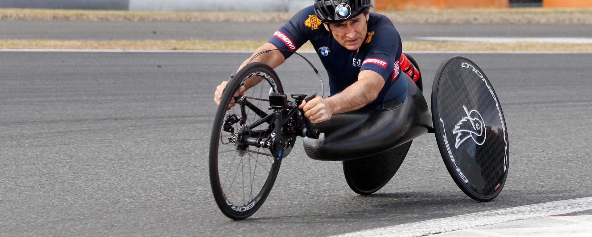Alex Zanardi in allenamento con l'handbike sul circuito del Fuji in vista delle paralimpiadi di Tokyo 2020