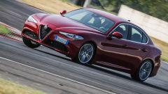 Alfa Romeo Giulia 2.2 Turbo diesel 180 CV in pista: vista 3/4 anteriore