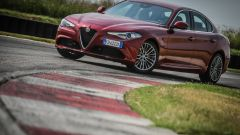 Alfa Romeo Giulia 2.2 Turbo diesel 180 CV: vista 3/4 anteriore