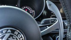 Alfa Romeo Giulia B-Tech, le leve del cambio in metallo solidali al piantone