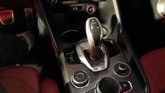 Alfa Romeo Giulia e Stelvio 2020 nuova mascherina in plastica del cambio