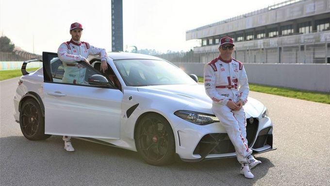 Alfa Romeo Giulia GTA: i piloti del Team Formula Uno con la super berlina del Biscione