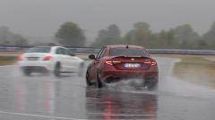 Alfa Romeo Giulia Quadrifoglio: i traversi sono facili, specialmente con l'asfalto bagnato