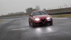 Alfa Romeo Giulia Quadrifoglio: il cofano è in fibra di carbonio