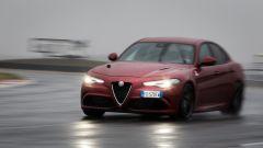 Alfa Romeo Giulia Quadrifoglio: il frontale è aggressivo con prese d'aria maggiorate