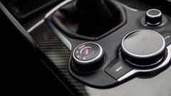 Alfa Romeo Giulia Quadrifoglio: il manettino DNA ha in più la posizione Race, rispetto alla Giulia a gasolio