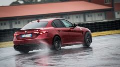 Alfa Romeo Giulia Quadrifoglio: la rigorosa scocca invita a spingere fino al limite