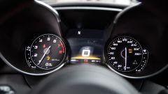 Alfa Romeo Giulia Quadrifoglio: la strumentazione non differisce di molto da quella delle versioni normali