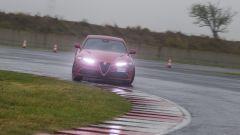 Alfa Romeo Giulia Quadrifoglio: lo sterzo è comunicativo e diretto, forse però un po' troppo leggero