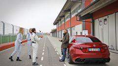 Alfa Giulia Quadrifoglio: in pista con Rachele Sangiuliano e Mara Santangelo [Video] - Immagine: 20