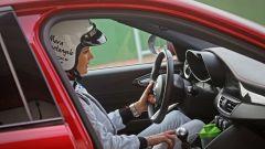 Alfa Giulia Quadrifoglio: in pista con Rachele Sangiuliano e Mara Santangelo [Video] - Immagine: 32