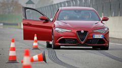 Alfa Giulia Quadrifoglio: in pista con Rachele Sangiuliano e Mara Santangelo [Video] - Immagine: 43