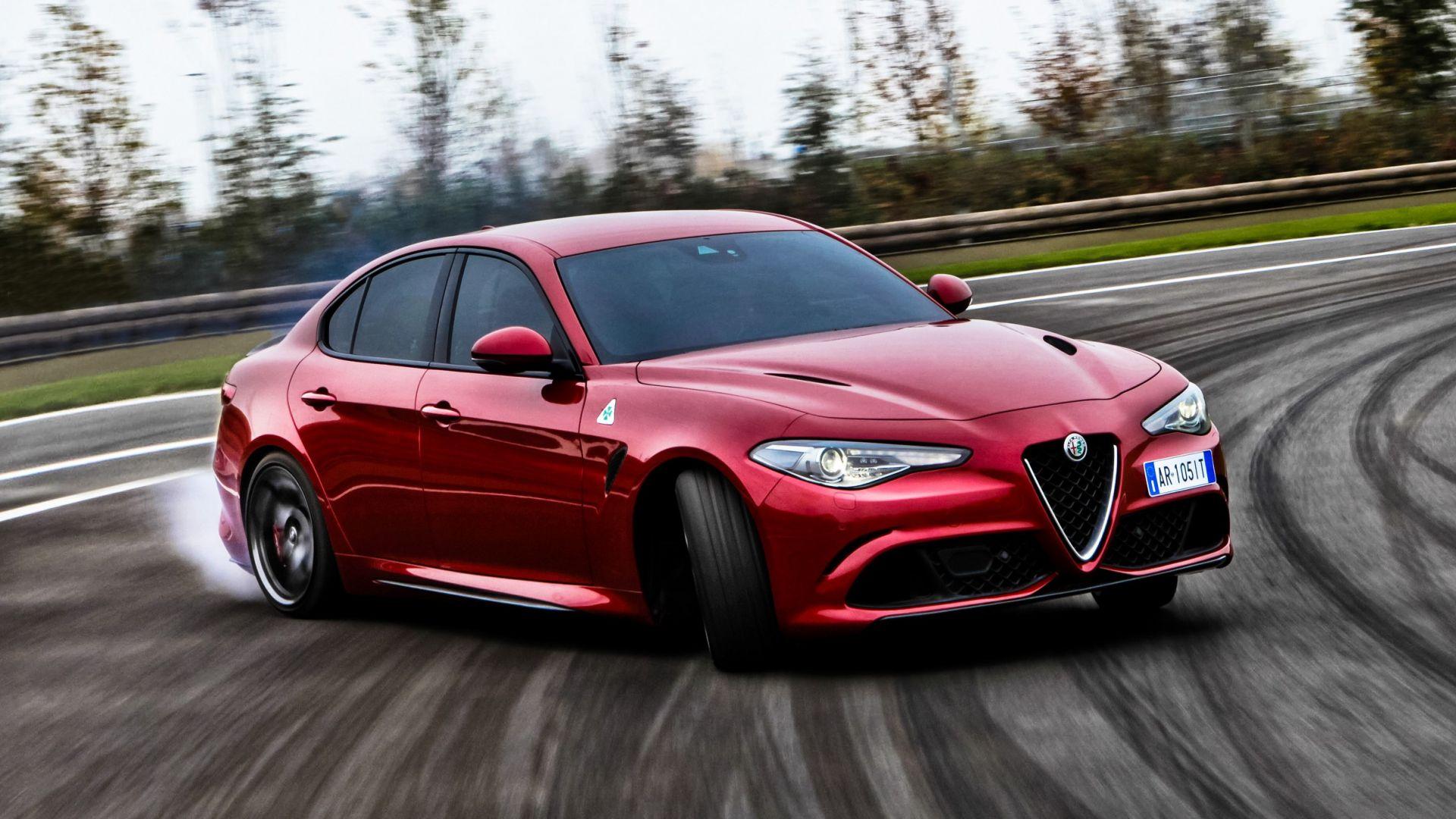 Alfa Romeo Giulia >> Video Prova: Alfa Romeo Giulia Quadrifoglio: test drive in pista - MotorBox