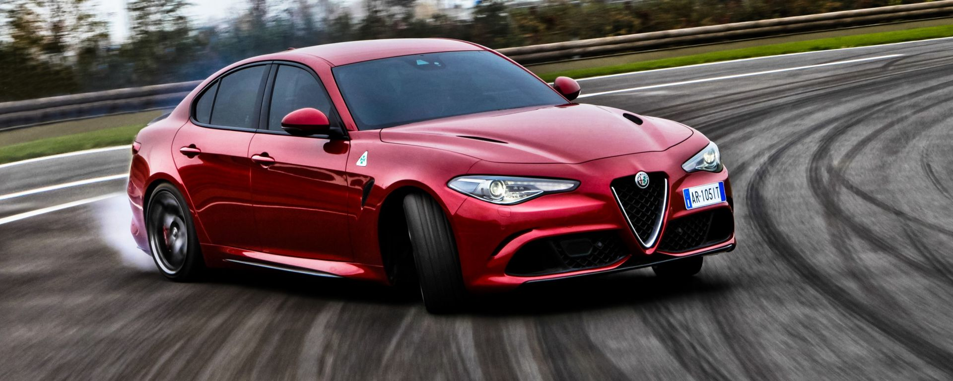 video prova alfa romeo giulia quadrifoglio test drive in pista motorbox. Black Bedroom Furniture Sets. Home Design Ideas