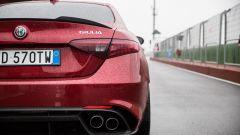 Alfa Romeo Giulia Quadrifoglio: quattro tubi di scarico in coda
