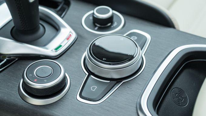 Alfa Romeo Giulia Ti 2020: dettaglio dei nuovi comandi rotanti