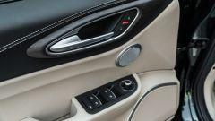 Alfa Romeo Giulia Ti 2020: pannello porta lato guida