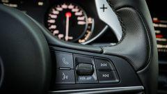 Alfa Romeo Giulia Veloce Q4: la grossa paletta del cambio automatico
