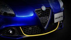 Alfa Romeo Giulietta Finale Edizione, calandra in carbonio e profilo giallo a sottolineare la presa d'aria