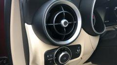 Alfa Romeo Stelvio 200 CV benzina Ti: bocchetta di aerazione e comando delle luci