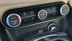 Alfa Romeo Stelvio 200 CV benzina Ti: i comandi del climatizzatore automatico