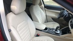 Alfa Romeo Stelvio 200 CV benzina Ti: i sedili anteriori comodi e rivestiti con morbida pelle