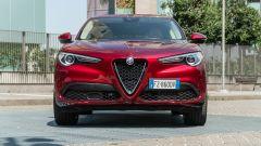 Alfa Romeo Stelvio 200 CV benzina Ti: il frontale con la caratteristica calandra