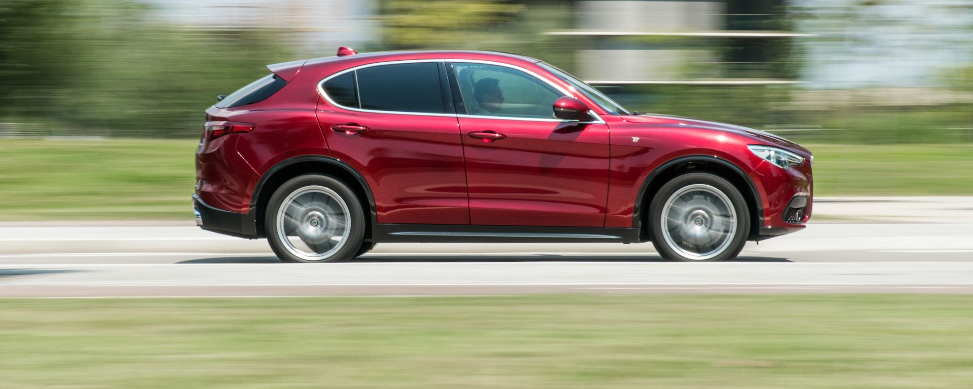 Alfa Romeo Stelvio 200 CV benzina Ti: profilo inconfondibile