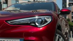 Alfa Romeo Stelvio 200 CV benzina Ti: un dettaglio dei fari allo Xeno