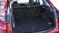 Alfa Romeo Stelvio: 525 litri bastano alle esigenze di una famiglia. Il divano si reclina 40/20/40