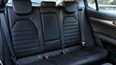 Alfa Romeo Stelvio: buona l'abitabilità posteriore anche per 3 adulti
