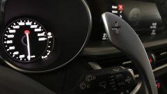 Alfa Romeo Stelvio: i paddles al volante in alluminio