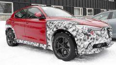 Alfa Romeo Stelvio: online le prime foto spia del restyling - Immagine: 2