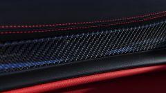 Alfa Romeo Stelvio Quadrifoglio 2020, finiture in carbonio per i pannelli porta
