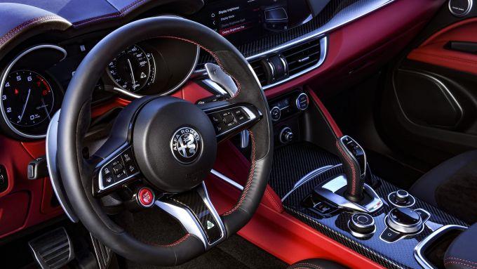 Alfa Romeo Stelvio Quadrifoglio 2020, i nuovi interni