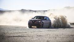 Alfa Romeo Stelvio Quadrifoglio 2020 nella guida sullo sterrato