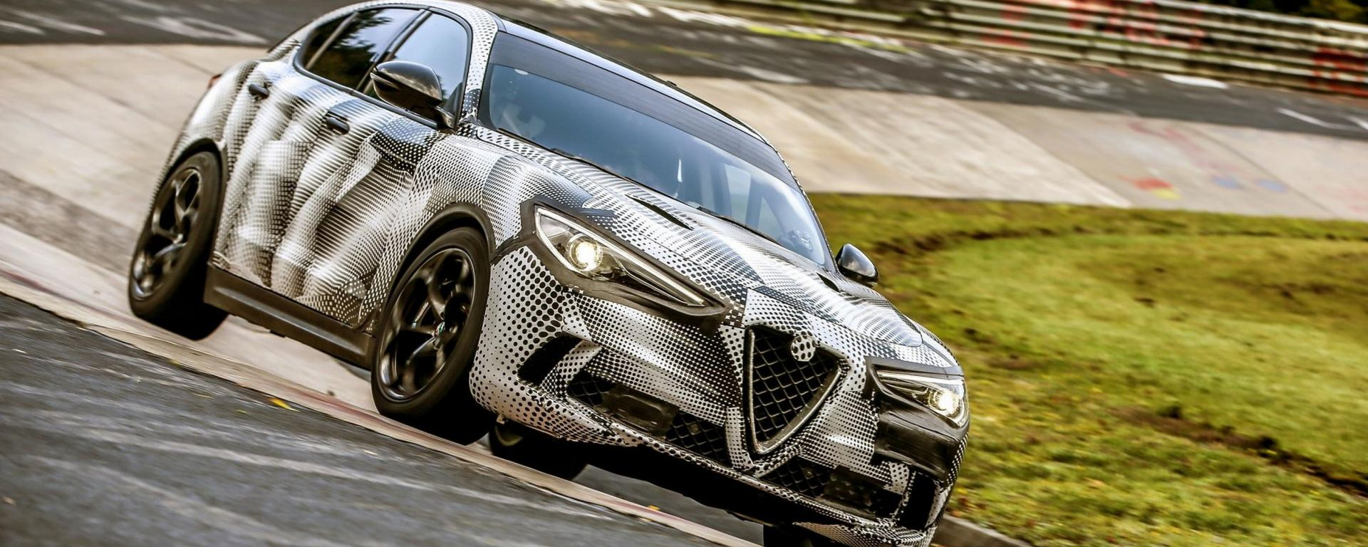 Alfa Romeo Stelvio Quadrifoglio: record al Nurburgring