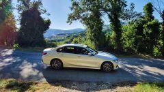 Alla guida della BMW 330e Sport 2020