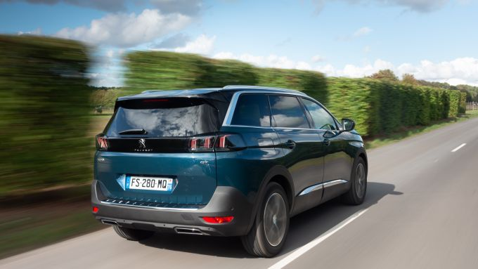 Alla guida della nuova Peugeot 5008 2021