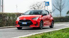 Alla guida della Toyota Yaris Hybrid 2020