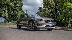 Volvo V60 Cross Country B4 AWD: prova, interni, prezzi