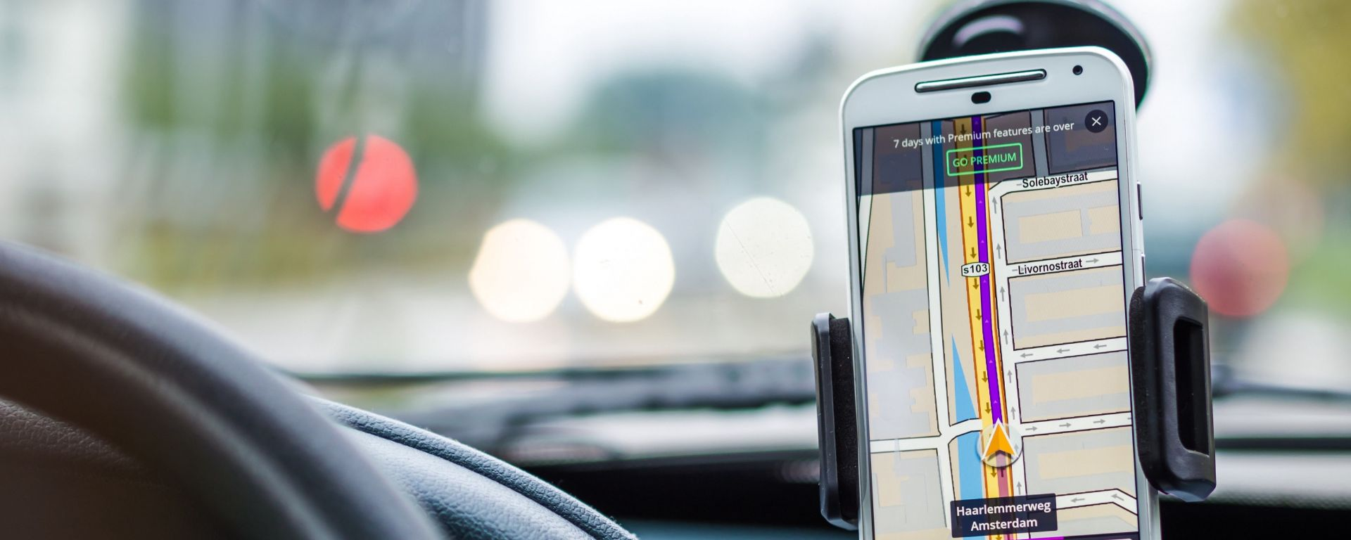 Alla prova le cinque migliori app per autovelox e limiti di velocità