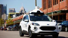 Alleanza Ford e VW guida autonoma: il muletto Ford durante i test su strada