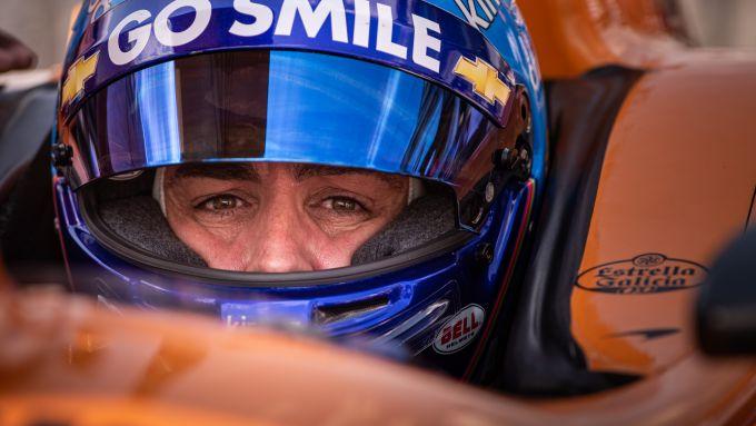Alonso nell'abitacolo della sua Dallara-Chevrolet per la Indy500
