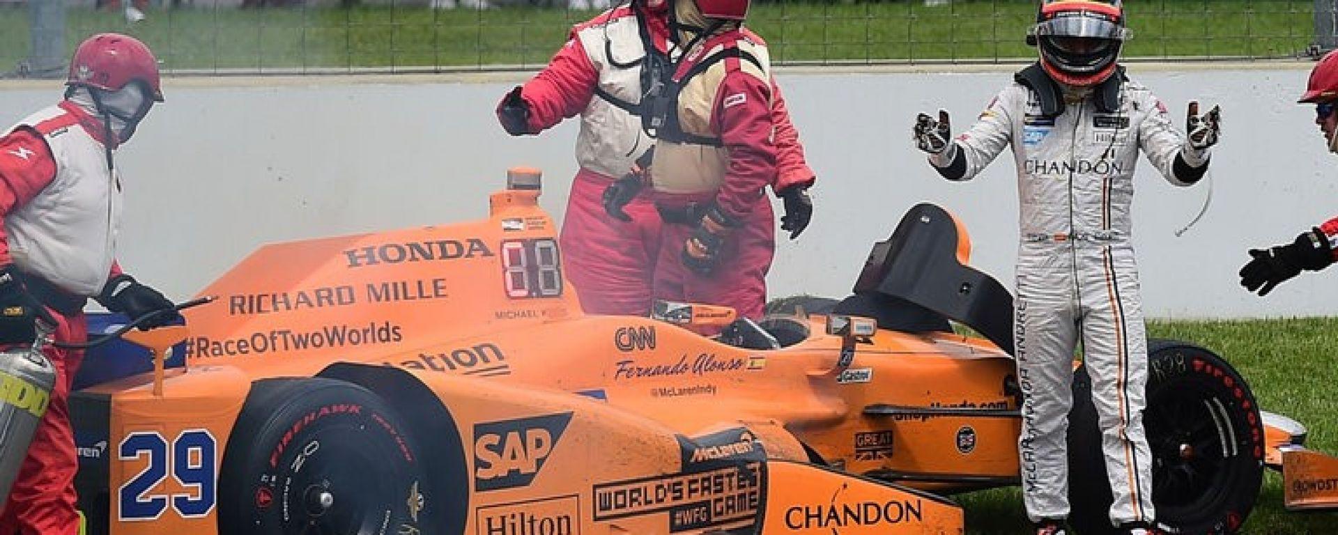 Alonso tradito dal motore Honda anche alla 500 Miglia Indianapolis - IndyCar Series