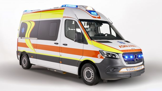 Ambulanza Mercedes Olmedo Sprinter 314: visuale di 3/4 anteriore