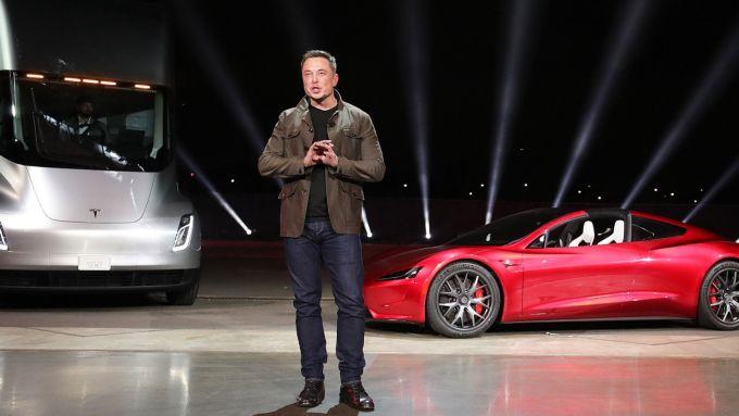 Anche il patrimonio personale di Elon Musk intaccato dal crollo Tesla a Wall Street