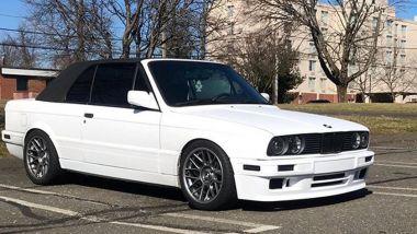 Anche la BMW E30 Serie 3 sembra lei, ma monta motore Tesla